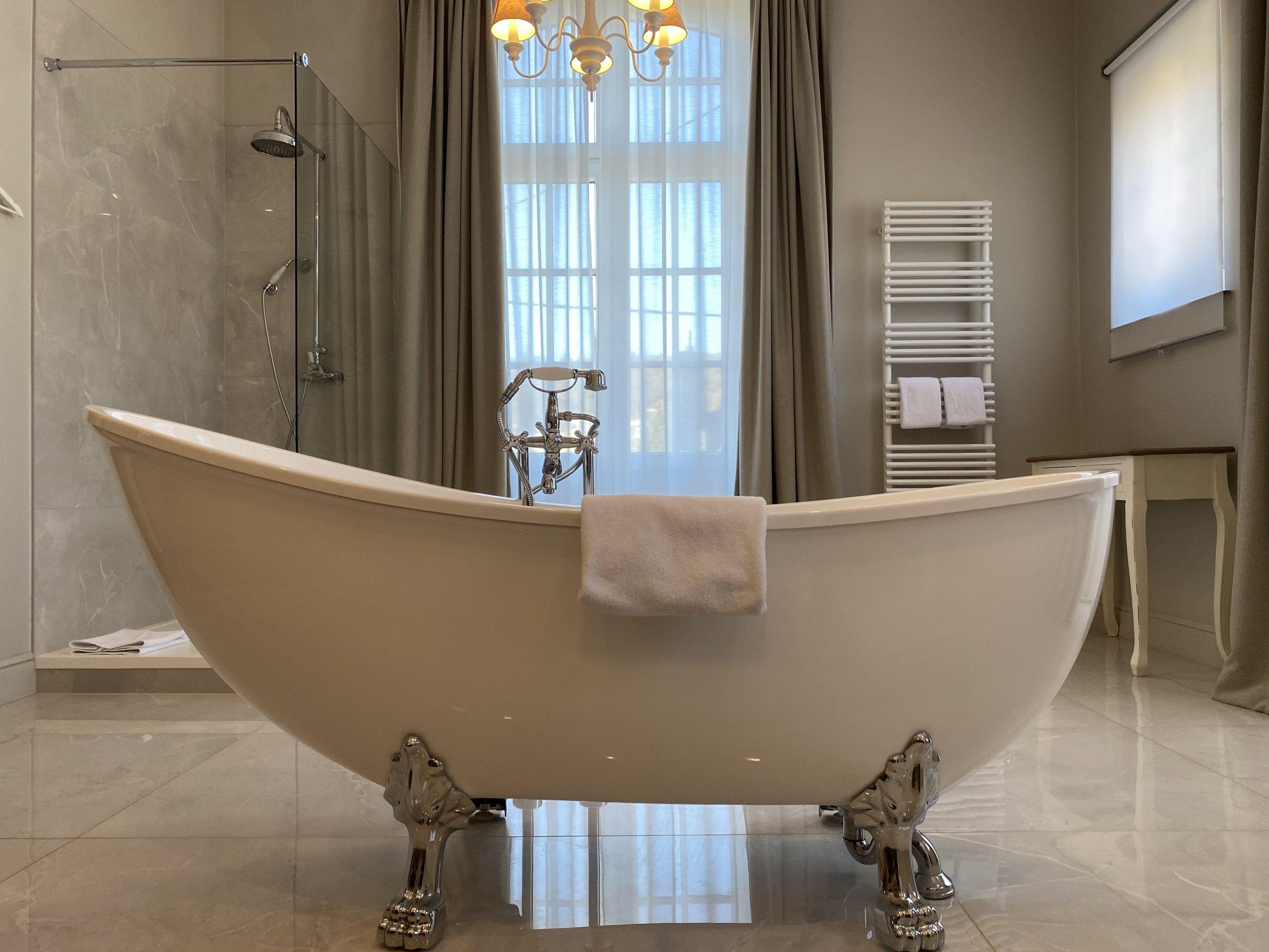 marie-henriette-sdb-bathtub